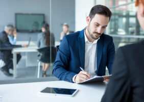 Burocracia na rotina de um advogado: Saiba como aminizar