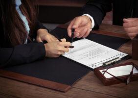 Quais as dificuldades de um advogado no início da carreira?